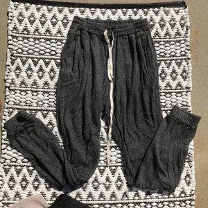 Brandy Melville charcoal gray rosa sweatpants